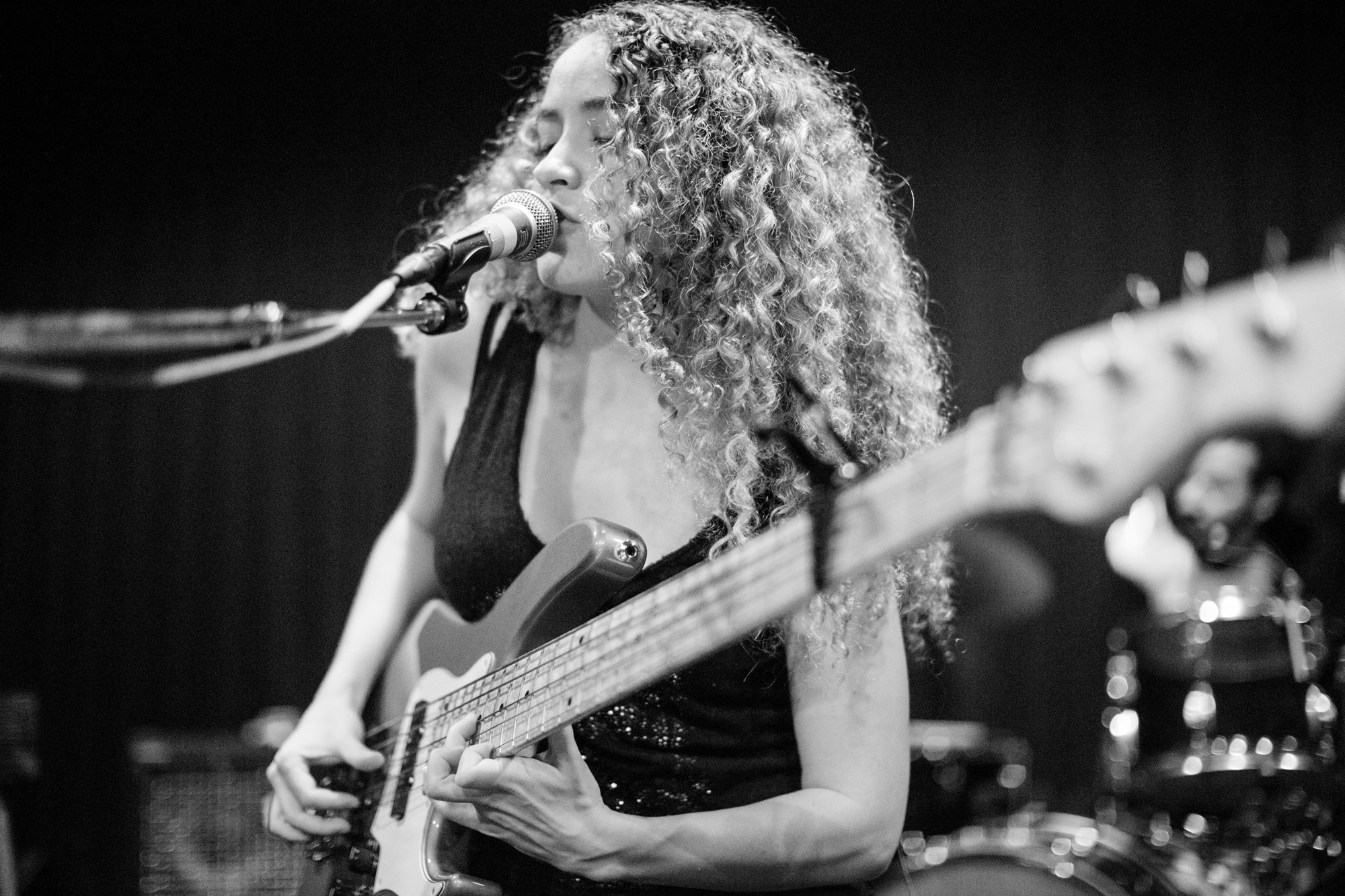 image Jeff Beck and Tal Wilkenfeld Play Bass Duet (on One Bass)